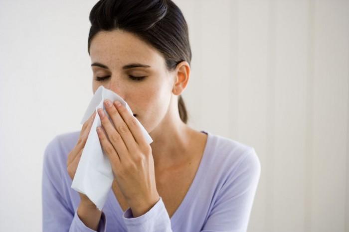 Nghẹt mũi là biểu hiện thường xuyên với người bị xoang