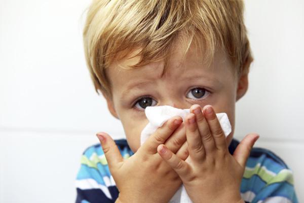 Con 5 tuổi bị viêm xoang mũi dị ứng liệu có phải do di truyền? 1